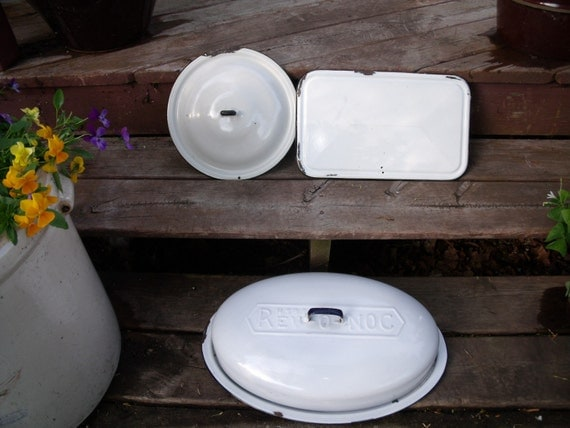 CLEARANCE 3 vinTage  EnameLwaRe  GraNiTewaRe  aGaTe LIDS COVERS-WhiTe wiTh bLacK TriM-aWeSoMe