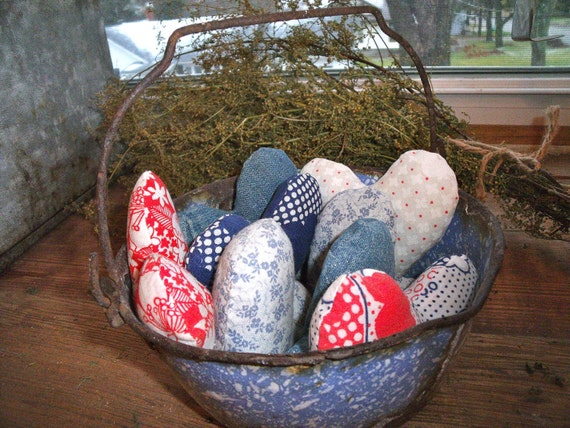 8 HEARTS in an anTiQue primiTiVe BaLe Wire hanDLed LighT  BLue and whiTe sPecKLed GRANITEWARE POT