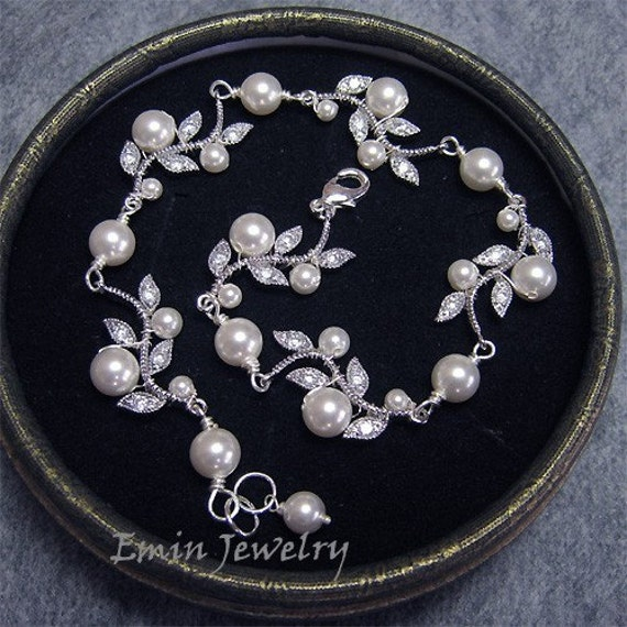 Wedding Bracelet, Vintage Inspried Bridal Bracelet, White Pearls Rhinestone Leaf Silver Bracelet,  Ivory Cream Pearl Wedding Gift for Brides