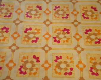 Daisies all Around - New Old Stock Vintage Fabric Juvenile 60s Mod Summer Floral 35 in wide
