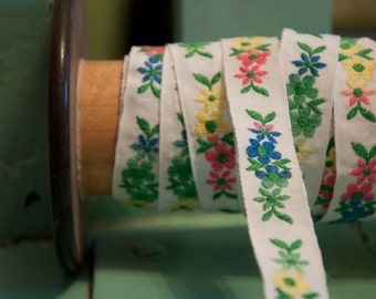 3 yards Mod Colorful Blooms- Vintage Fabric Trim  Juvenile Daisies 60s 70s New Old Stock