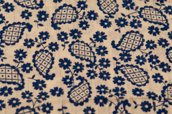 Daisies and Paisley - NOS Vintage Fabric Mod Daisies 60s 70s