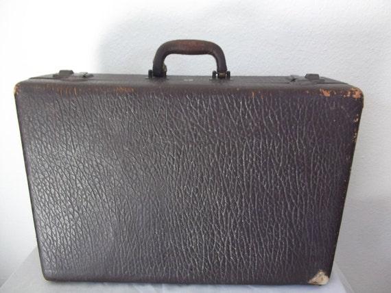 vintage suitcase  1930s 1940s - antique suitcase - Belber Travel Company