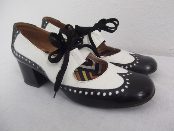 1960s shoes - 60s shoes -  black and white spectator shoes - 5