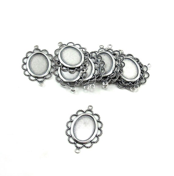 12 Pieces of Scalloped Lacey Edged Cameo Setting Connectors in Sterling Silver Plate over Brass - 25x18mm