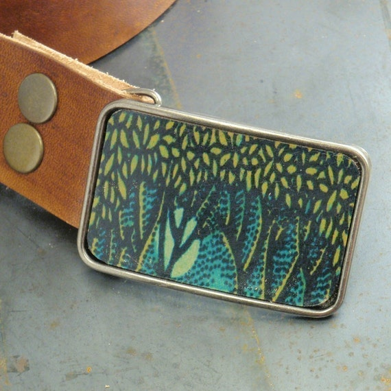 Belt buckle. Handmade leather. Green forest.