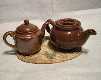 2 Petite Potery Teapots in Vintage Brown