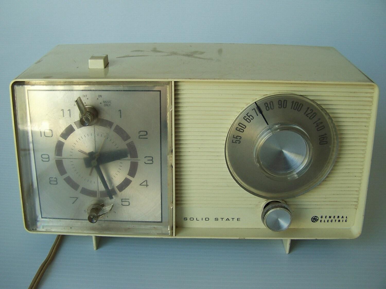Vintage Solid State General Electric Clock Alarm Radio Works