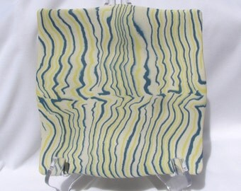 Hand Colored Porcelain Wavy Plate RKC01