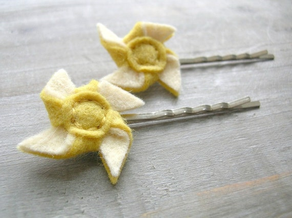 ON SALE Felt Pinwheel Hair Pin Set // Yellow and Ivory // Hand Stitched by OrdinaryMommy on Etsy