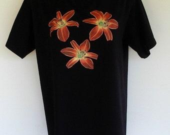 Daylily Flower T-shirt  Ruby Red Spider on Black Size Medium
