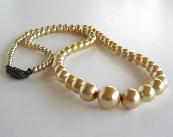 Vintage Glass Gradated Pearl Necklace Cream Color 15 inch Length