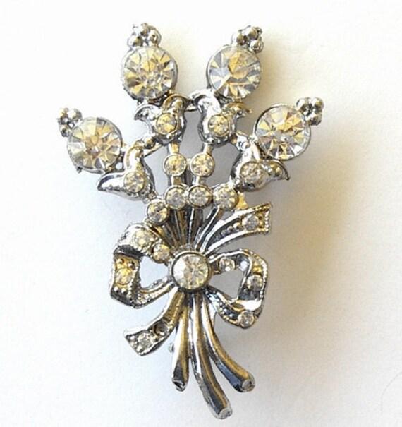 Vintage 1950s Costume Jewelry Pin Brooch Clear Rhinestones Flower Spray