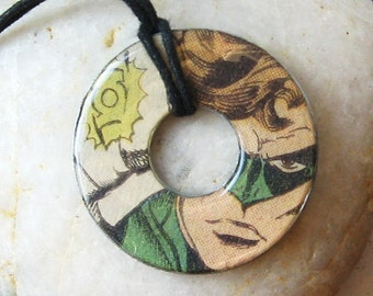 GREEN LANTERN Vintage Upcycled Comic Book Washer Pendant Necklace DC comics Close-Up