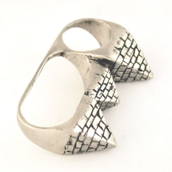 3 Finger Pyramid Ring - white brass