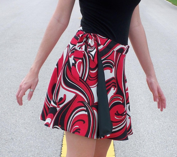 "Wrap Skirt, Retro Fabric, Reversible, Black, Red, Off White, Waist size 26"" - 28"""