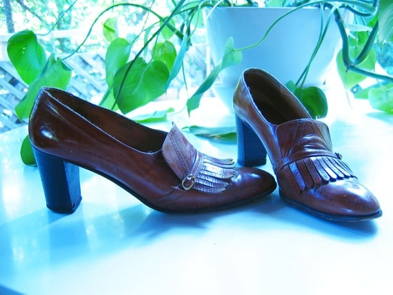 vintage 1970s COGNAC leather FRINGE high heel loafers
