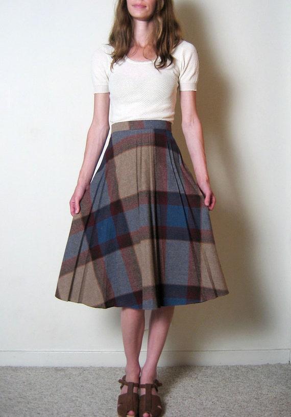 vintage 1970s PLAID pleated high waist skirt, m
