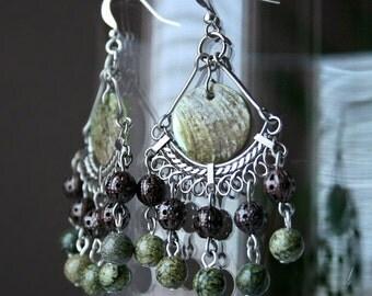 Chandelier earrings - green gem stone, copper filigree & seashell