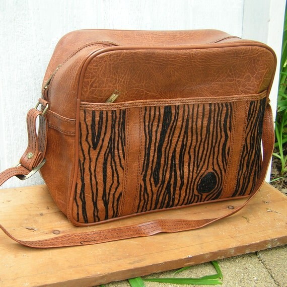 black woodgrain weekend bag