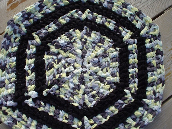 Modern hexagon rag rug (a)