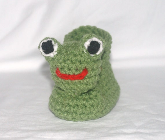 Crochet Pattern 017 - Frog Baby Booties - 3 Sizes