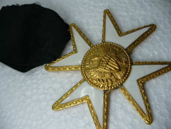 USA Medal White Enamel Star With Eagle Black Ribbon Pin