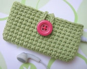 Cozy for iPod nano, 4th and 5th gen.- Green apple with bright pink button.