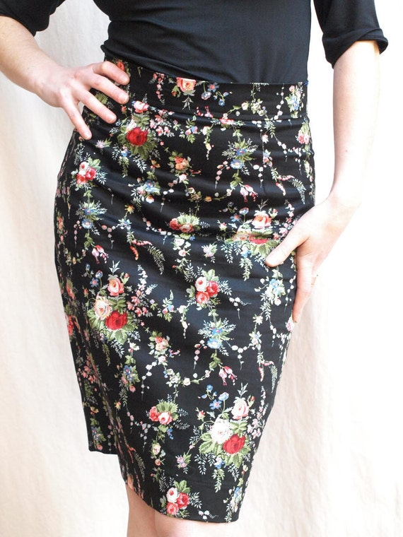 SALE 35 % off Roses every day pencil skirt size large