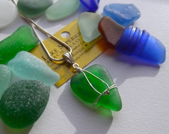 Simple Elegantly Wrapped VIBRANT GREEN blue Lake Superior Beach Glass Pendant Necklace