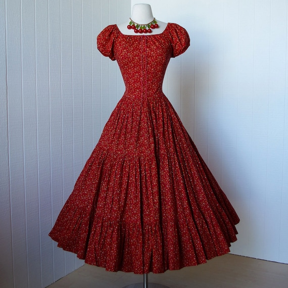 vintage 1940's dress   ...quintessential early RED PAISLEY bandana print full skirt pin-up dress with adjustable bodice