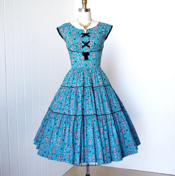 vintage 1950's dress ...delightful summer blue & lilac novelty print cotton SHELF-BUST full circle tiered skirt pin-up summer sun dress