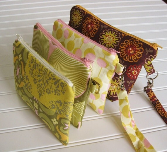 GIFT ITEM - - - Zippered Cosmetic Bags / detachable straps / flat-bottom / pouches / gadget bags