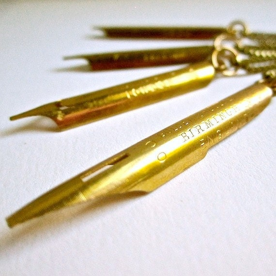 Antique Pen Nib Necklace (Gold)