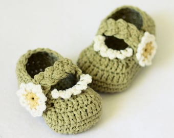Crochet PATTERN  - Daisy Braided Strap Booties (0-6,6-12 months)