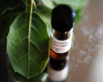 Q Natural Perfume 1 gram in Glass Vial - Organic, botanical, woodland forest for the California Oak - Going Green Woodland Nature Fragrance
