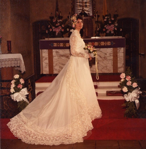 Spanish Wedding Dresses: Spanish Inspired Vintage Ivory Wedding Dress