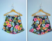 Vintage 1980s Shorts / 80s High Waist Tropical Floral Shorts / s-m