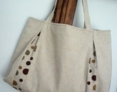 Pleated Tote Natural v Dots Magnetic Closure v Pocket