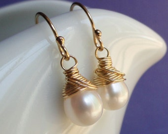 Freshwater pearl Earrings, Bridesmaid Gifts, Gold or Silver, wire wrapped, Simple bridesmaid jewelry, Bridal jewelry, Bridal earrings