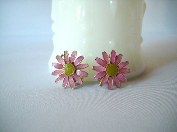 Vintage Daisy Earrings Clip On Earrings Pink Daisy Earrings Flower Floral