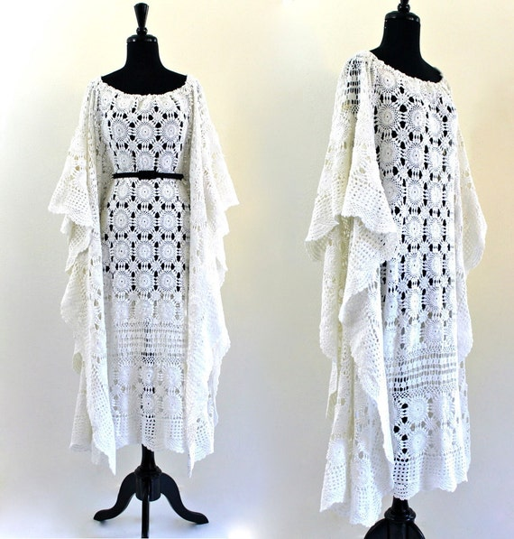 BoHo eTheReaL wHiTe CottoN cRoChet DraPed CafTan KafTan Hippie FeStiVaL MaXi WeDDing DreSs . Free Size . shelf