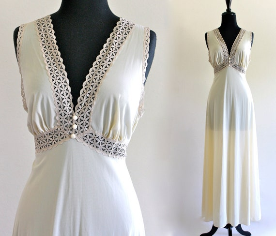 70s Vanity Fair Two Tone Cream Lace Empire Grecian Goddess Glam Negligee Nightgown Maxi Slip Dress Size 36 . SM . D054