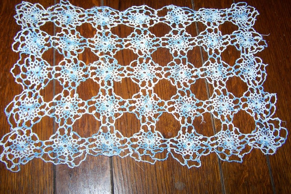 "free shipping Handmade Tatting, Vintage, 1940's, 15"" x 19"", Blue and White, Almost Perfect Tatted Doily"