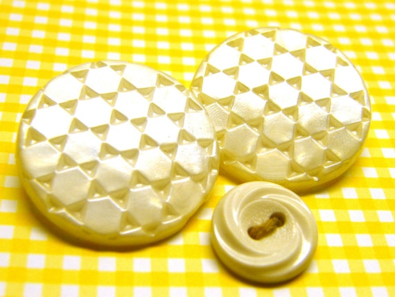 Vintage Pearl White Textured buttons 1 inch diameter