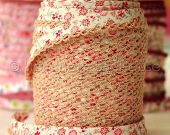 Petite Flowers in Pink Cotton and Lace Double Fold Bias Tape