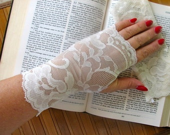 Romantic Wedding Ivory / Cream  Delicate Lace Fingerless Gloves Arm Warmers Fairy Princess / Flowergirl