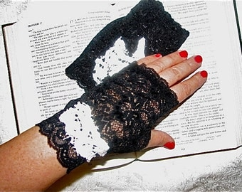 One Pair Only Sheer Black Delicate Lace Fingerless Gloves Arm Warmers Vampire Goth Size Medium