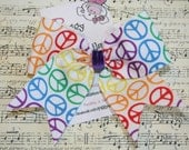 Rainbow Peace Signs on White ... NO SLIP Classic Tylie Bow