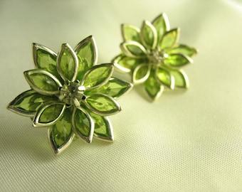 Fleur de Verre ... acrylic green flower studs